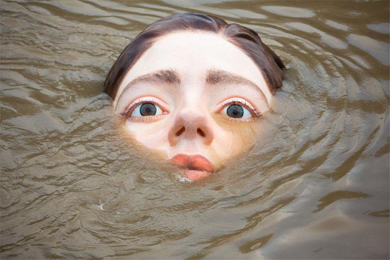 Lee más sobre el artículo La agónica escultura que se ahoga frente a tus ojos