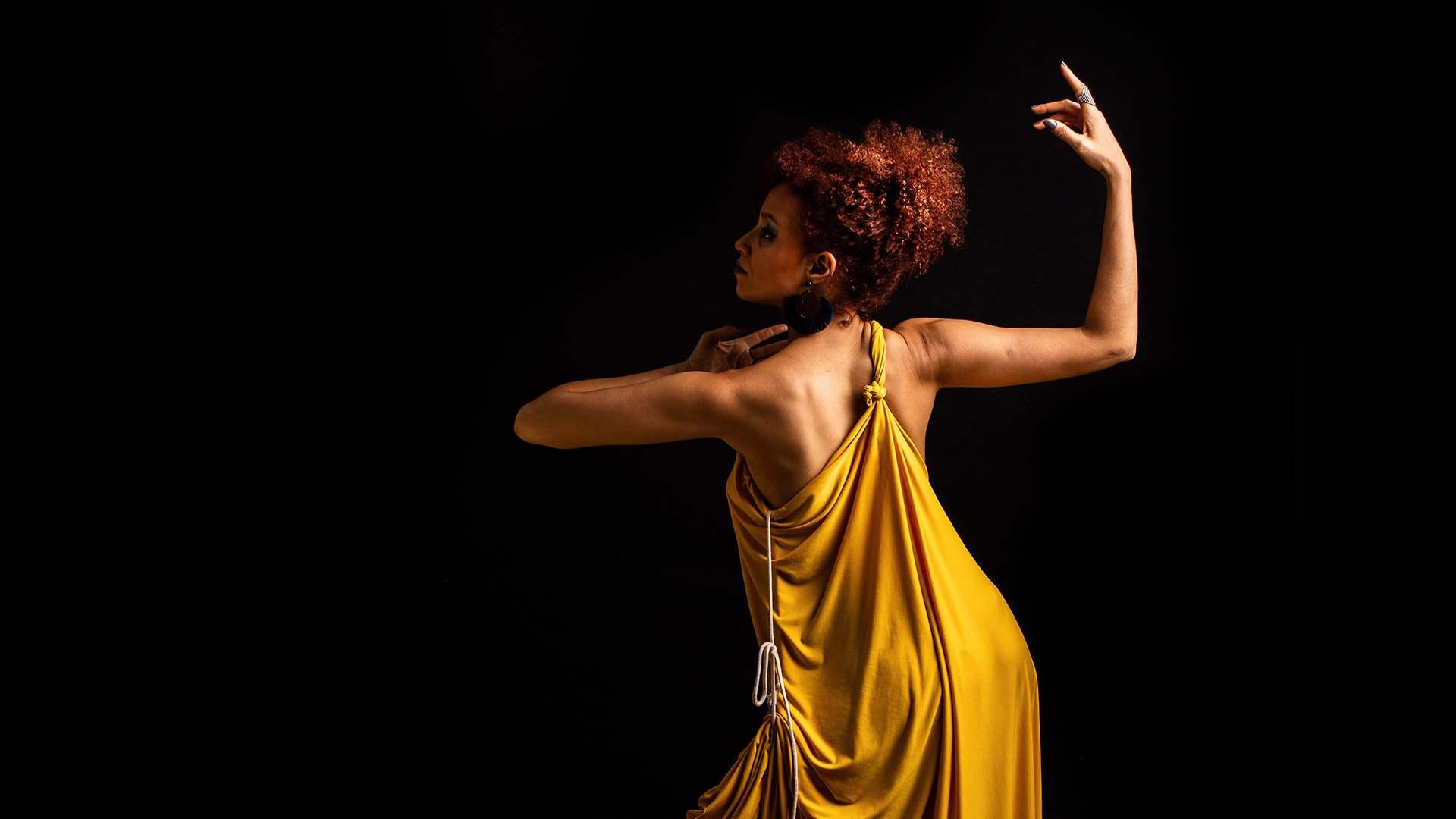 Lee más sobre el artículo La 'Mujer' conquista el Corral Cervantes en teatro y conciertos al sol del mediodía